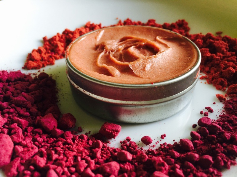 coconut-cranberry-lip-balm-open-tin